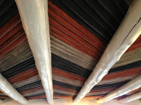 Mabel Dodge Luhan House: Beautiful ceiling in the dining room