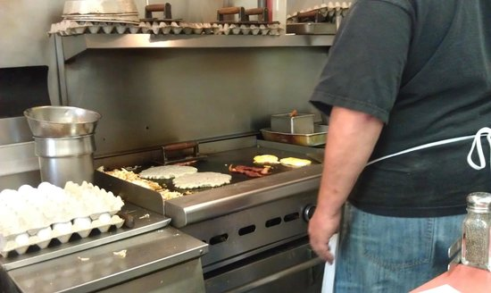 Tom's Main Street Diner: Breakfast cooking on the grill - September 8, 2012