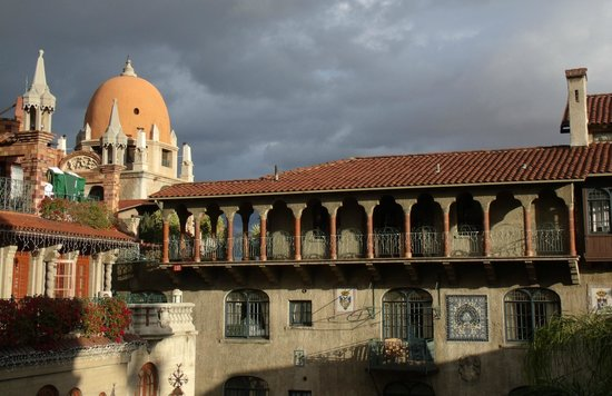 The Mission Inn Hotel and Spa: Grounds like a European city