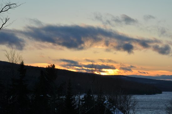 ‪‪Loon Lodge Inn & Restaurant‬: View from rear of Loon Lodge - sunset over Rangeley Lake.
