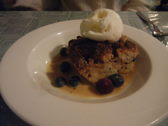 Longview Steakhouse: Bread Pudding with Vanilla Ice Cream