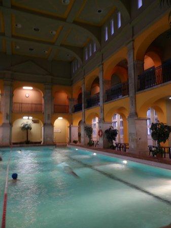 Rudas Baths: Swimming pool