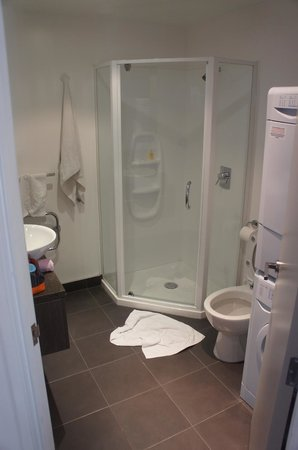 Bianco off Queen: Bathroom with Washer / Dryer