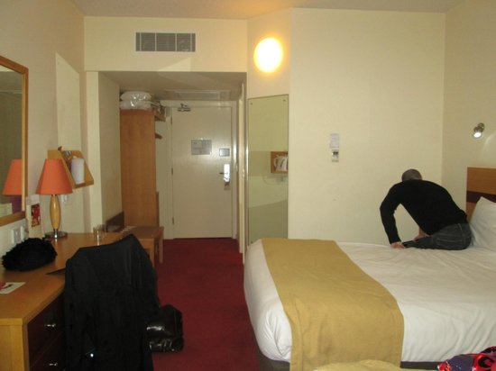 Jurys Inn Liverpool: the room