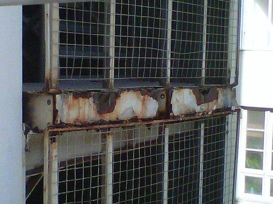 تيوليب إن كوباكابانا: Escada de incêndio 