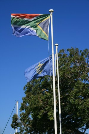 Simon's Town Quayside Hotel and Conference Centre: Beautiful flags on Jubilee Square just outside the hotel