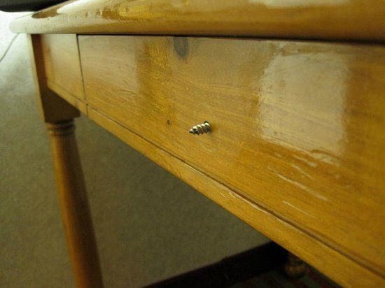 BEST WESTERN PLUS Executive Suites: Large screw sticking out of desk drawer