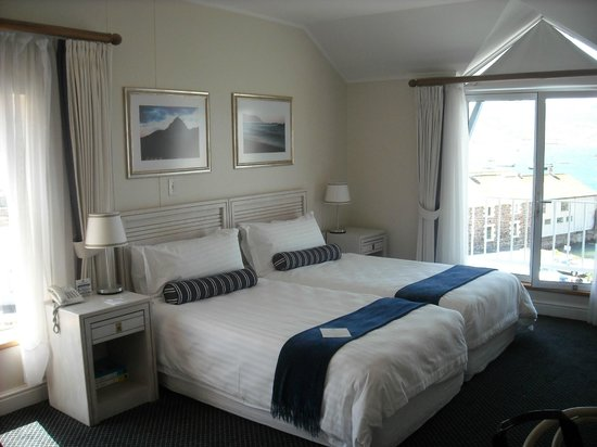 Simon's Town Quayside Hotel and Conference Centre: Room 208-corner room on upper floor