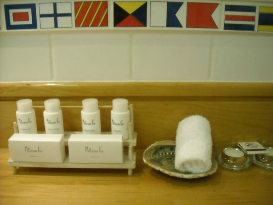 Simon's Town Quayside Hotel and Conference Centre: Nice amenities in bathroom