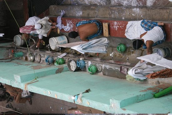 Hotel Gush International: Vue sur une coure interieure de l'hotel : le laundry service