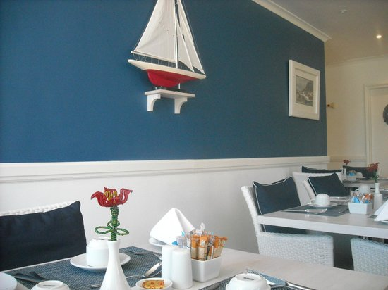 Simon's Town Quayside Hotel and Conference Centre: Pretty/updated breakfast dining room