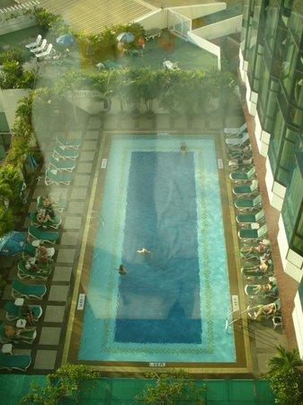 Empress Hotel: Piscina