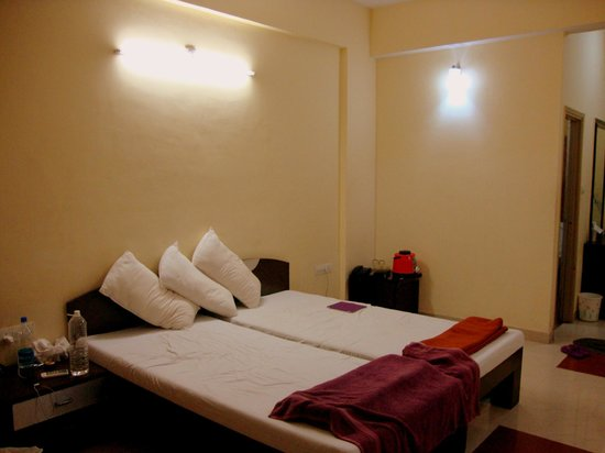 Lilavati Guest House: Bed