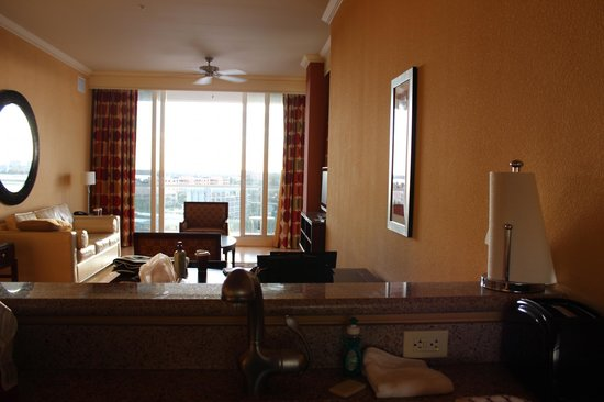 Residence Inn St. Petersburg Treasure Island: View of Living Room