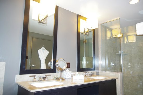 Luxe Sunset Boulevard Hotel: salle de bain