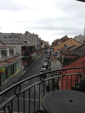 Four Points By Sheraton French Quarter: The balcony at the corner of Bourbon and Toulouse