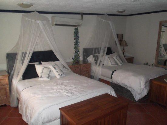 Club Arias B&B: Our bedroom area