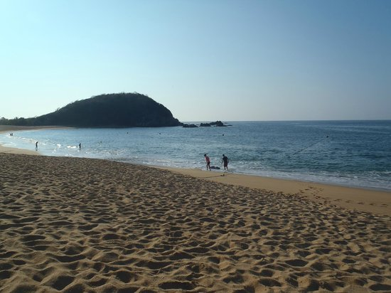 Secrets Huatulco Resort & Spa: The beach