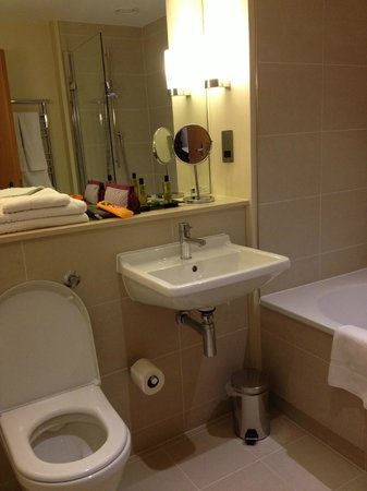 The Nadler Kensington : Bathroom in room L6