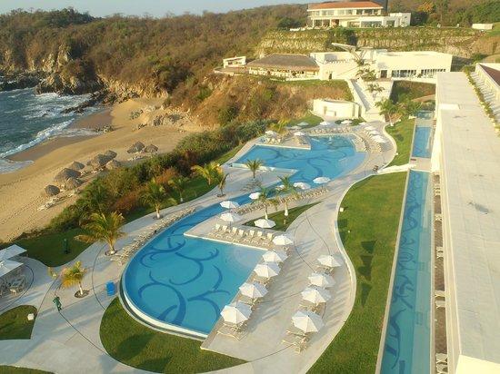 Secrets Huatulco Resort & Spa: Pools