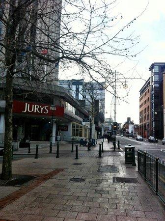 Jurys Inn Birmingham: Wider street view
