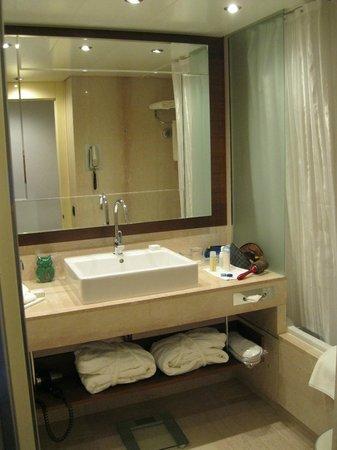 Grand Hotel Kempinski Geneva: Bathroom @ Kempinski