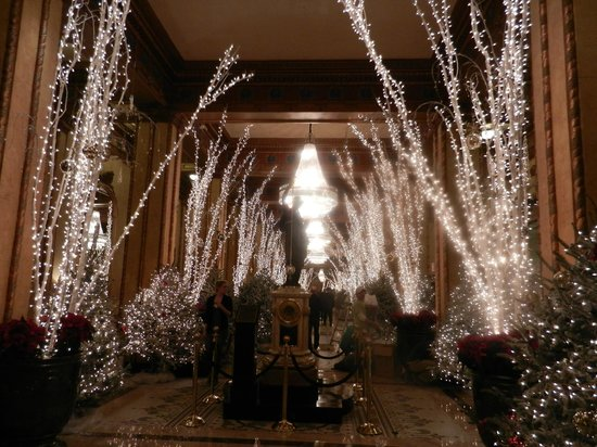 The Roosevelt New Orleans, A Waldorf Astoria Hotel: Christmas decorations at The Roosevelt New Orleans