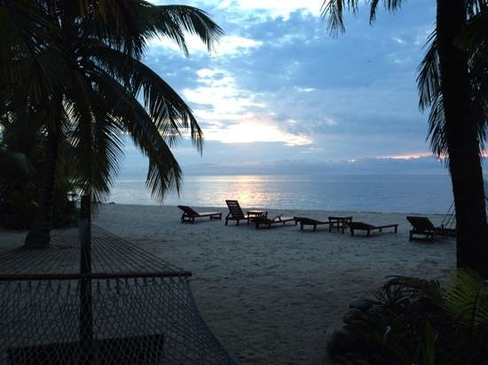 Singing Sands Inn : Another beautiful sunrise from cabana 2.