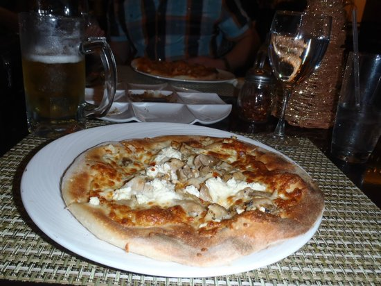 Hard Rock Hotel & Casino Punta Cana: Delicious oven fired pizza