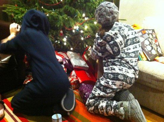 Center Parcs Longleat Forest: Christmas Present Scrum