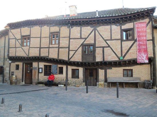 Restaurante La casa torcida: Fachada del restaurante.