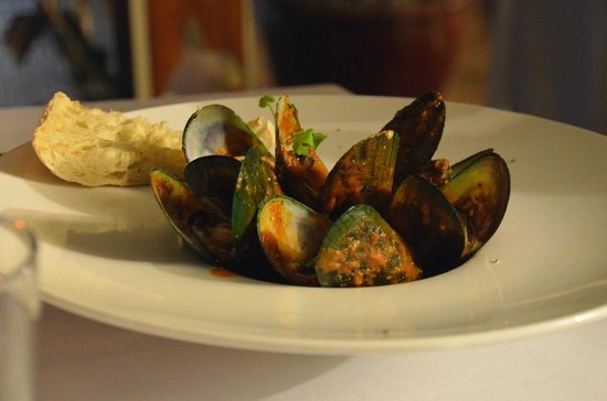 Green Island Resort: Muscles in red sauce at dinner in the restaurant