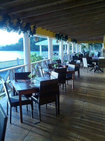Paradise Beach Hotel: Restaurant/Bar