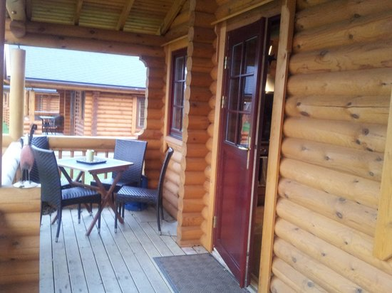 Felmoor Park: Al fresco dining @ log cabin 18
