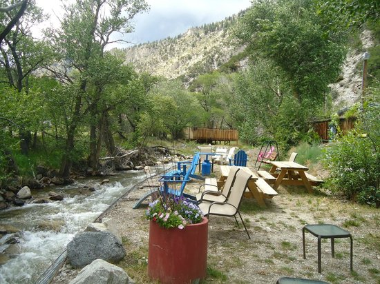 Cottonwood Hot Springs Inn & Spa: View near the Cottonwood River