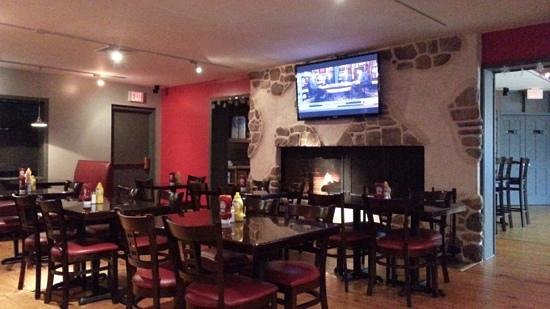 1760 Pub N Grille: dining area