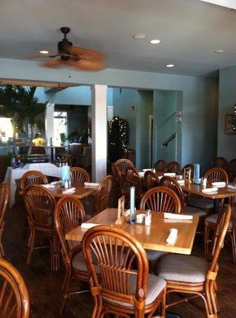 Captain Dave's Dockside Restaurant: Dave's Dockside dining room