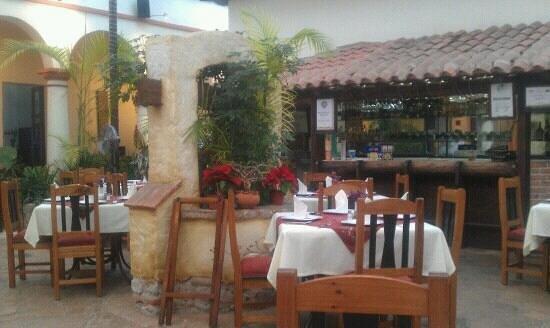Plaza Magnolias Hotel : ресторан отеля