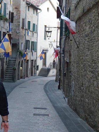 Hotel Fortebraccio: town of Montone