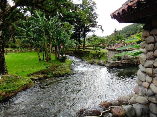 Valle Escondido Resort Golf & Spa: Creek