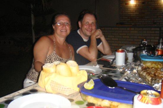 Residenza Canoa: Compatilhando um peixe maravilhoso feito na churrasqueira