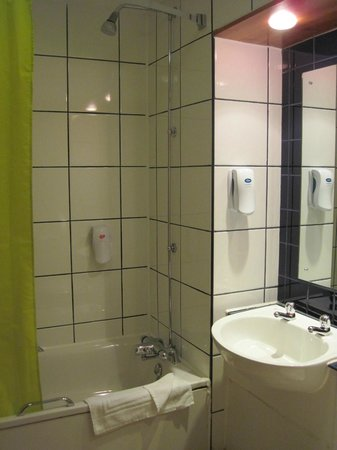 Hello Hotel Manchester : Bathroom