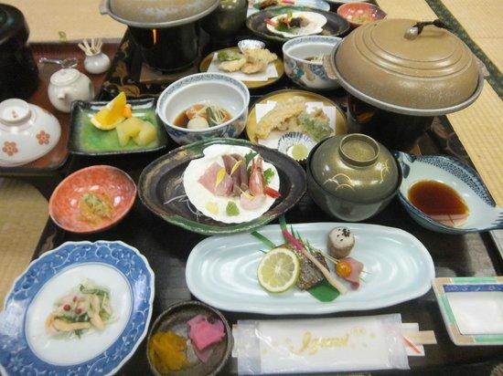 Atagawa Grand Hotel: この日は陶板焼きが付いてました