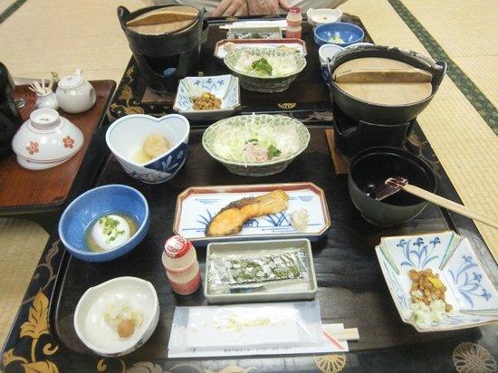 Atagawa Grand Hotel: 朝食です。この日は蜆のお味噌汁でした。