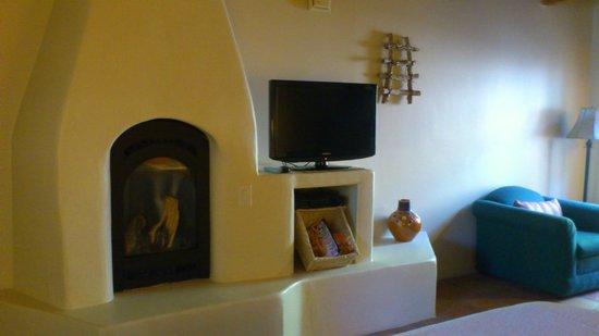 Abiquiu Inn: 寛げる暖炉周辺
