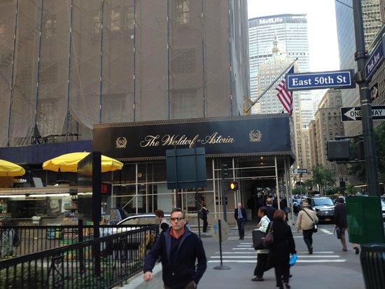 Waldorf Astoria New York: ホテルの入口