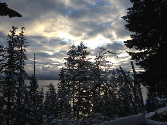 Salmon Arm, Canadá: wintertime to Copper Island.