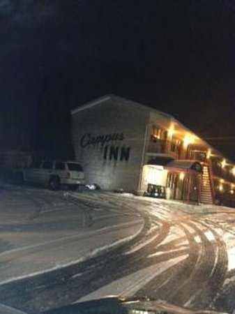 Campus Inn: Outside