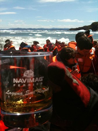 Hostel Ruca : Uno de los viajes que parten desde la Ruca es la navegación a Puerto Natales en medio de hielos