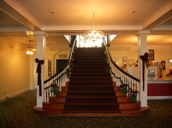 Kenilworth Lodge: Staircase in Lobby